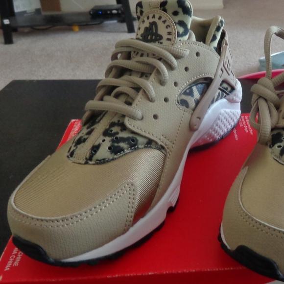 6eced5aa4aa2 Nike Air Huarache Run Print. Womens size  5.5